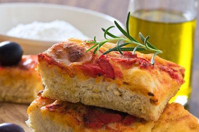 focaccia tomaten oliven